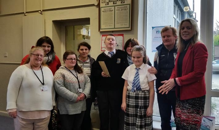 VTOS students presented €400 to Le Cheile class